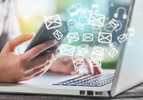 Rédiger vos e-mailings et gérer vos réseaux sociaux